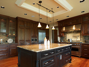 Image of remodeled kitchen and link to Remodeling Your Kitchen page